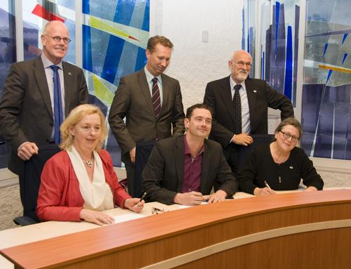 ondertekening-coalitieakkoord2014klein